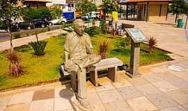Tauá - Tauá-CE-Dr.Alberto Feitosa Lima e a praça que leva seu nome-Foto:ARAGÃO