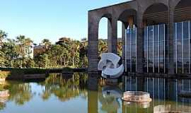 Brasília - Brasília-DF-Monumento Meteoro-Palácio Itamaraty-Foto:Maria Celi Abreu