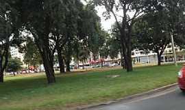 Taguatinga - Taguatinga-DF-Pra�a no centro-Foto:Ded� de Z� Luca
