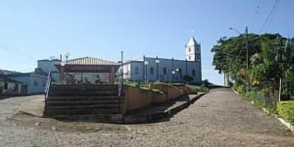 Airituba-ES-Praça central e Igreja-Foto:Pedro Glória Brasil Viana