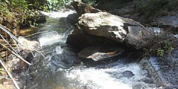 Alfredo Chaves-ES-Cachoeira Águas de Pínon no Distrito de Carolina-Foto:Sergio Falcetti