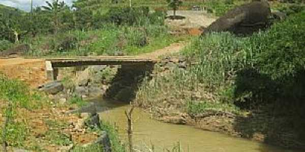 Alto Caldeirão-ES-Ponte em estrada rural-Foto:mapio.net