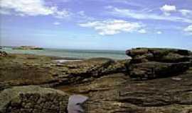 Anchieta - Pedras e horizonte na praia de Anchieta-Foto:Leandro Durães