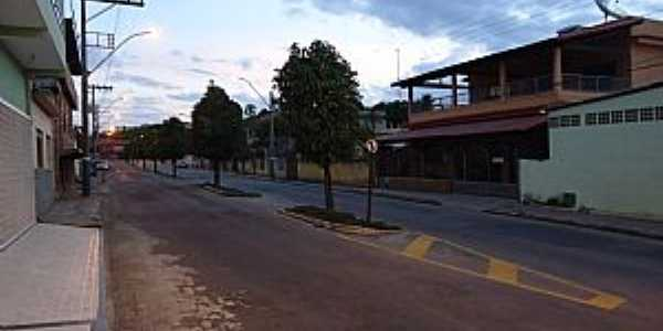 Apiacá-ES-Rua Principal duplicada-Foto:Verde Java