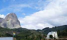 Aracê - Aracê-ES-Vista da Igreja e ao fundo a Pedra Azul-Foto:Elpídio Justino de Andrade
