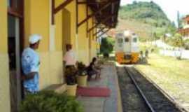Araguaia - Trem de passageiro na estação, Por Mauro Zambon Filho