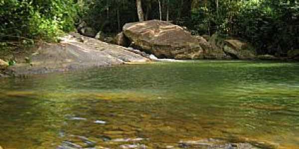 Cachoeira de Moitão, Atílio Vivácqua-es - por Giovani Piassi