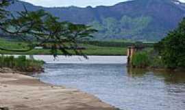 Baixo Guandu - Rio em Baixo Guand�-Foto:raphael boasquives