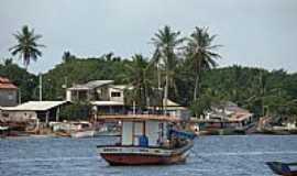 Barra Nova - Barra Nova-ES-Barcos e a orla da cidade-Foto:Massad