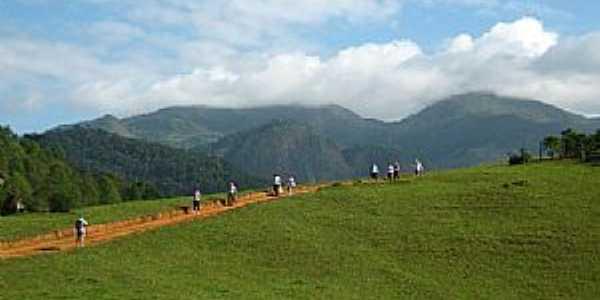 Caminhada pedra da ema, Burarama-es - por Giovani Piassi