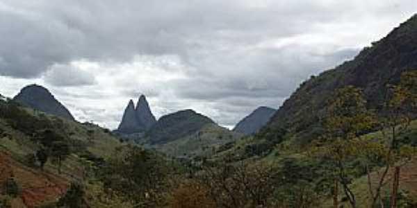 Cachoeirinha de Itaúna-ES-Linda paisagem com montanhas com pontas de agulhas-Foto:M Boone