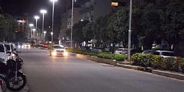 Castelo-ES-Centro da cidade à noite-Foto:caminhagente.