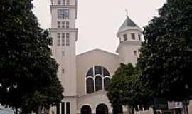 Colatina - Catedral do Sagrado Coração de Jesus em Colatina-ES-Foto:Vicente A. Queiroz