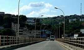 Colatina - Ponte sobre o Rio Doce em Colatina-ES-Foto:André Bonacin