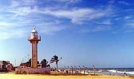 Conceição da Barra - Conceição da Barra-ES-Farol na praia-Foto:Edgard Mourão
