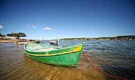 Coqueiral - Coqueiral-ES-Barco de pesca na Praia da Balsa-Foto:gasperazzo