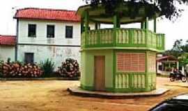 Desengano - Casa colonial e coreto em Desengano, por José Antônio Bof Buffon.