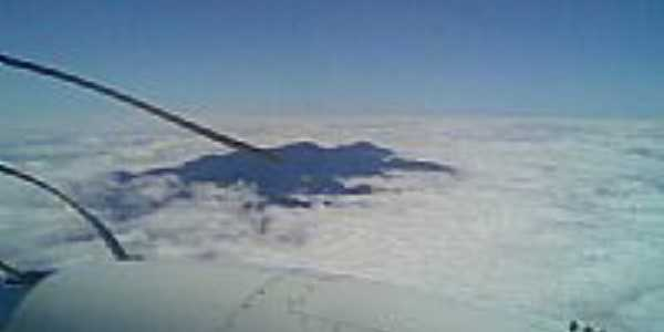 Pico da Bandeira no topo por Samuel Risso
