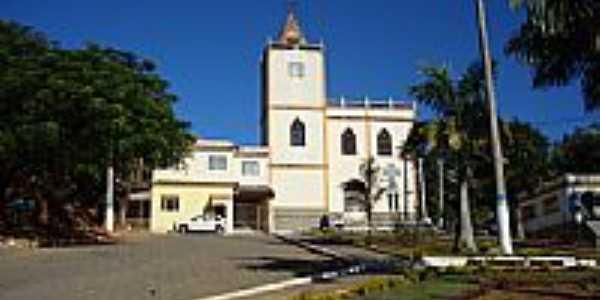 Igreja em Dores do Rio Preto-Foto:Belquior