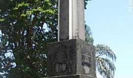 Guaçuí - Guaçuí-ES-Monumento em homenagem aos Colonizadores-Foto:Sergio Falcetti