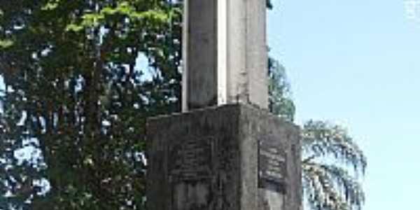 Gua�u�-ES-Monumento em homenagem aos Colonizadores-Foto:Sergio Falcetti