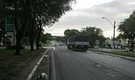 Guaraná - Guaraná-ES-Praça e a Rodovia cortando a cidade-Foto:SuperAGradavel
