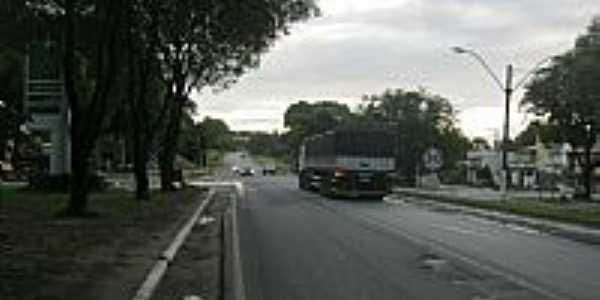 Guaraná-ES-Praça e a Rodovia cortando a cidade-Foto:SuperAGradavel