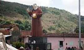 Vila São Francisco - Estátua em homenagem à Frei Damião em Vila de São francisco-AL-Foto:descansoploucura.