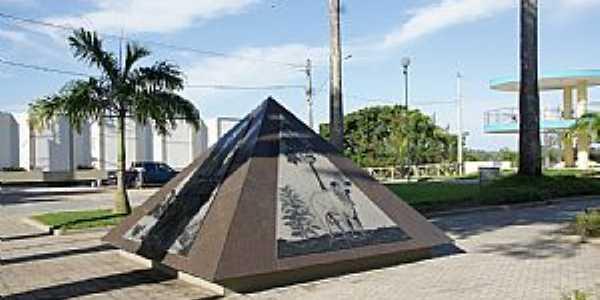 Linhares-ES-Monumento � Produ��o Agropecu�ria do Munic�pio-Foto:Elp�dio Justino de Andrade