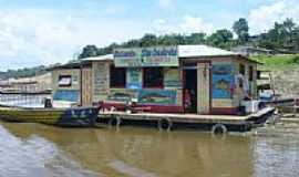 Amaturá - Casa comercial flutuante no rio Solimões em Amaturá-Foto:karabao