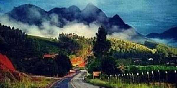 Alto Liberdade, Marilândia ES. Ao fundo a montanha do Cruzeiro.