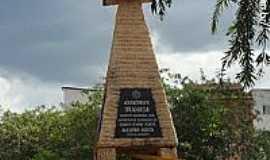 Nova Venécia - Monumento em homenagem ao Imigrante Italiano em Nova Venécia-ES-Foto:Sergio Falcetti