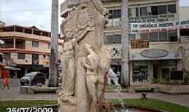Nova Venécia - Monumento na Praça do Imigrante em Nova Venécia-ES-Foto:Sergio Falcetti