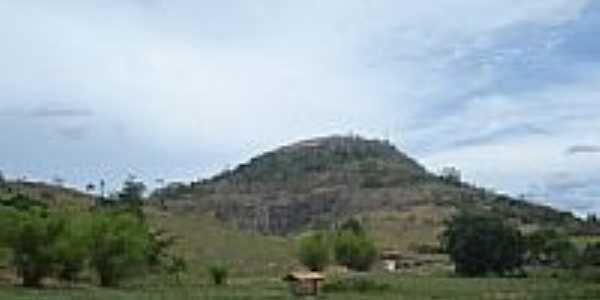 Área rural e Pedra da Siriguela ao fundo-Foto:Arnor