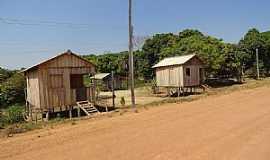 Apuí - Apuí-AM-Palafitas na Transamazônica-Foto:Rob Ram