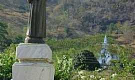Santo Antônio do Canaã - Estátua do padroeiro com a Igreja ao fundo-Foto:Luís Eduardo Forment…
