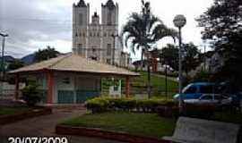S�o Jos� do Cal�ado - Pra�a e Igreja de S�o Jos� em S�o Jos� do Cal�ado-ES-Foto:Sergio Falcetti