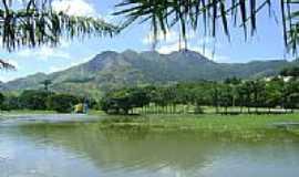 Serra - Lago,ao fundo Monte Mestre Álvaro no Jardim Botânico-Foto:Robson Scardini