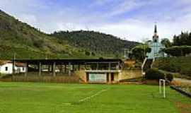 Vila Valério - Campo de Futebol com Igreja de São Francisco ao fundo-Foto:Marcos Stinghel