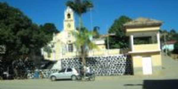 Centro, com a igreja católica local, Por Vera Helena de Oliveira