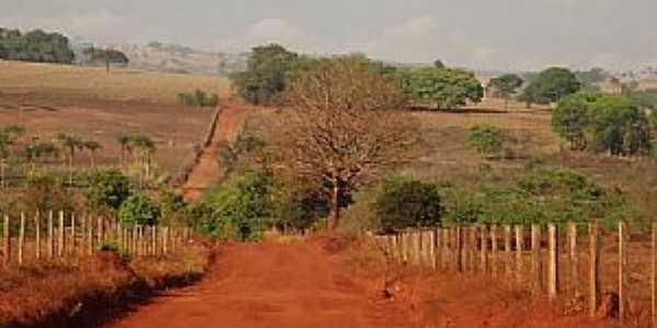 Adelândia-GO-Estrada de terra vermelha-Foto:wender marques