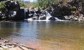 Água Limpa - Água Limpa-GO-Cachoeira no Santuário das Araras-Foto:www.tripadvisor.com.br