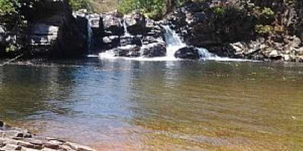 Água Limpa-GO-Cachoeira no Santuário das Araras-Foto:www.tripadvisor.com.br