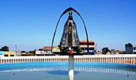 Águas Lindas de Goiás - Imagem de N.Sra.Aparecida na rotatória de Águas Lindas de Goiás-Foto:PhdBill