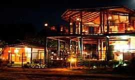 Alto Paraíso de Goiás - Alto Paraiso de Goiás-GO-Vista noturna do centro da Vila de São Jorge-Foto:viladesaojorge.com