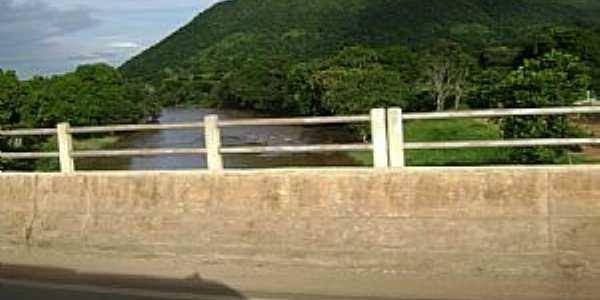Alvorada do Norte-GO-Ponte sobre o Rio Corrente-Foto:Cabral Lopes