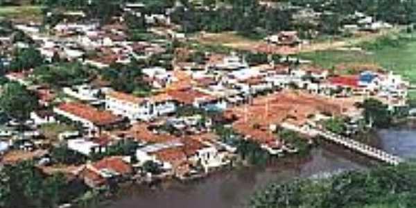 Vista aérea da cidade e o Rio Aporé-Foto:lagoasantagoias.