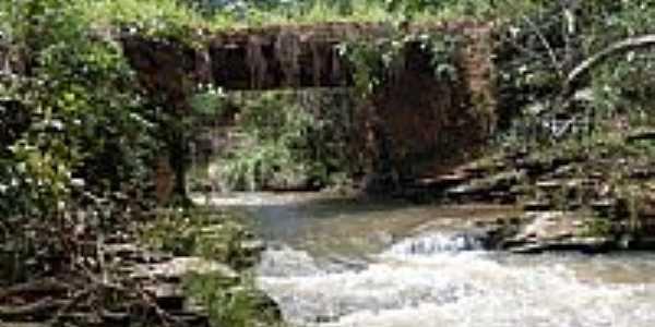 Aragoiânia-GO-Ponte sobre o Córrego-Foto:Paulo Santhiago A. J…