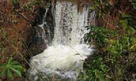 Cachoeira Dourada - Pequena Cachoeira na Boa Vista em Cachoeira Dourada-GO-Foto:olintocristo