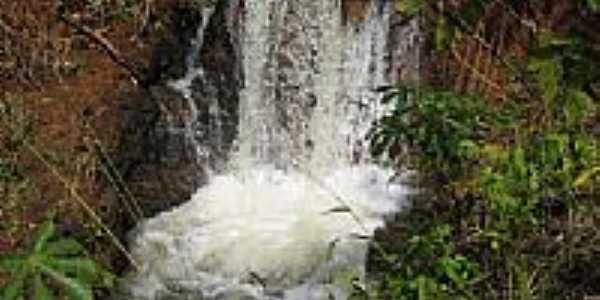Pequena Cachoeira na Boa Vista em Cachoeira Dourada-GO-Foto:olintocristo